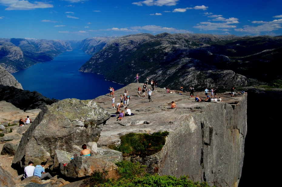 minuscul-preikestolen-norvegia