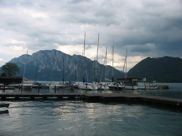 Mic port pe lacul Attersee